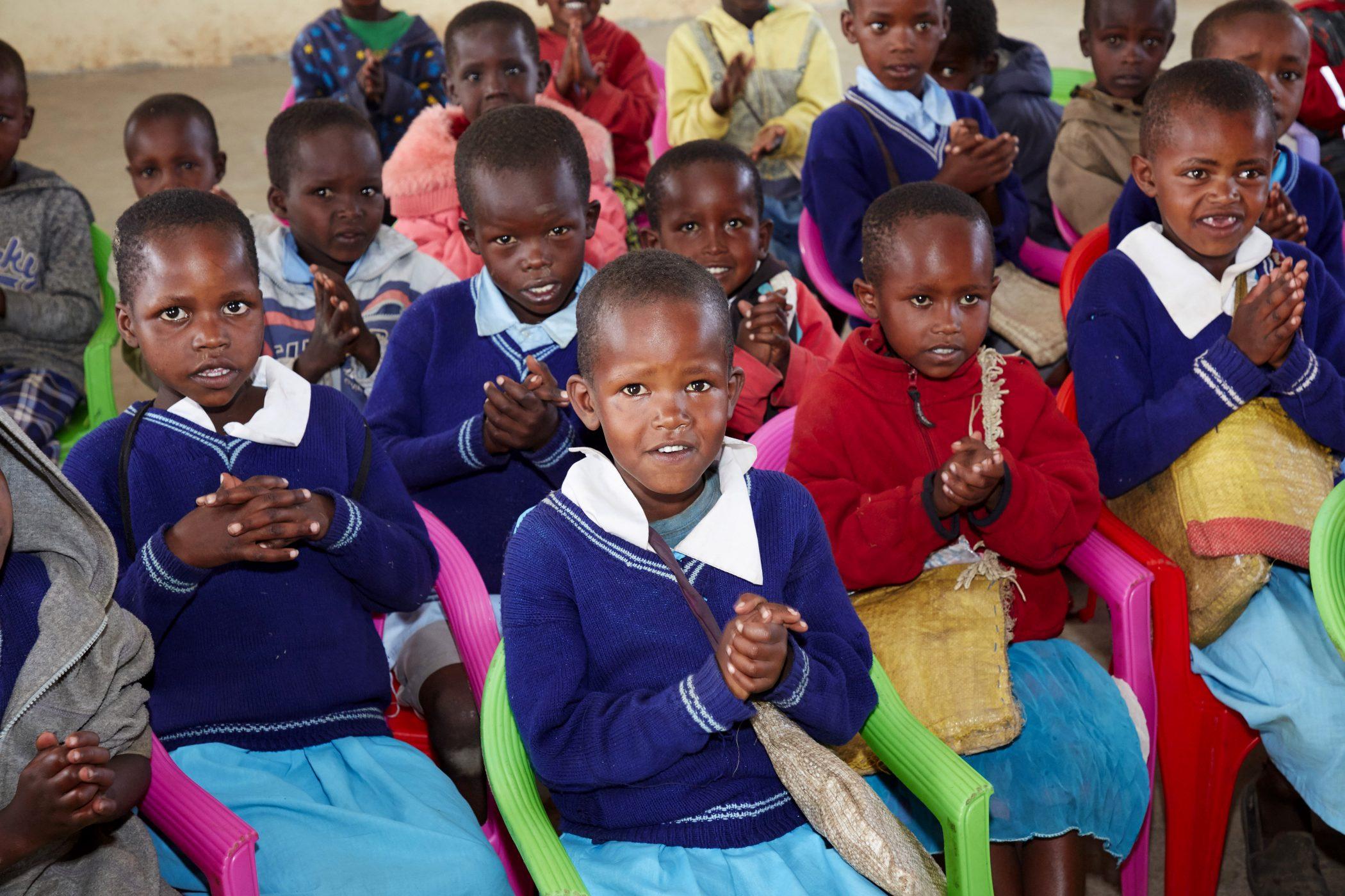 Schulkinder in Emorogi